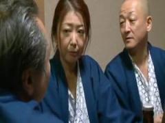 慰安旅行中に社員たちに輪姦され感じてしまう社長夫人w 染島貢 チャラス吉...