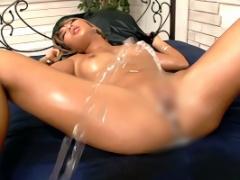 黒ギャルのパイパンマンコがドロドロの精液まみれになる連続中出し性交! !