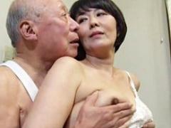48歳の未亡人が78歳の義父のマラで欲求不満を解消する!
