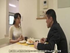 他人の肉棒にむしゃぶりつく人妻。三島奈津子に不倫中出し!