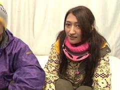 素人ナンパ カップルでスキー中のところをナンパして彼女を寝取って中出し!