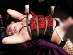 緊縛された小悪魔女王様 きみと歩実が股間を嬲る電マ責めに悶絶アクメ