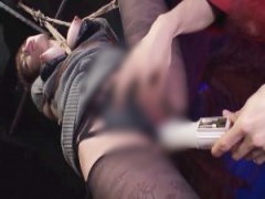 片足吊り緊縛された川菜美鈴が敏感秘肉を嬲る恥辱のバイブ責めに悶えイキ