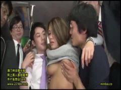 生意気ギャルをバス車内で集団輪姦して強制中出し