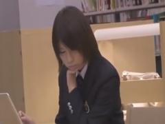 図書館で勉強中の真面目そうなJKを手マン痴漢動画