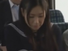 通学バス内で集団で痴漢されるJK動画