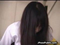 JK 真面目そうなメガネの制服女子校生が学園祭の最中に同級生にバイブ仕込...