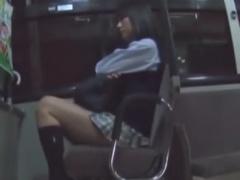 帰宅中のバス内で集団レイプ痴漢されるJKの動画