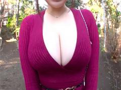 公園でミニスカはみ尻で歩くド変態ママをナンパ! 爆乳を揺らしながら絶頂...