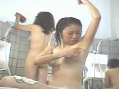 温泉盗撮 わき毛の処理をしている女の子の姿ってエロいwww銭湯で剃毛少女...