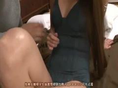熟女人妻さんの補正下着がエロ過ぎ 美乳人妻さん風呂場でチンポ手こきで大...