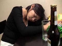 昏睡レイプ 韓国女子にムラムラ 夜這いを決意して泥酔状態の女子を犯す!