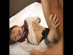 セーラー服から露出した巨乳を揉みながら正常位で犯される女子校生