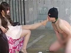 サドなお嬢様が飼育中のM男に脚舐めさせセンズリさせるCFNMなSM調教