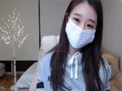 韓国ライブチャット動画 パーカーにスパッツ姿のスポーティーな女の子によ...