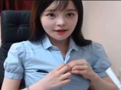 ライブチャット 色白でめっちゃかわいい素人のお姉さんがカメラの前でエロ...