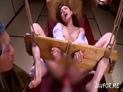 和服美女を開脚 緊縛 しバイブで無防備なマンコをこねくり回す。