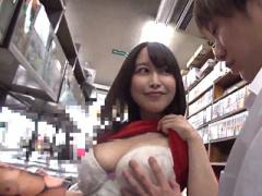ほら…比べてみて… 本屋で変態痴女な巨乳若妻が勤勉学生にエロ本を見せて勃...