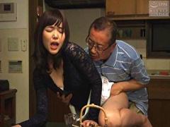 夫が入浴している間に…ねちっこい義父と慌ただしく着衣のままNTR性交を済...