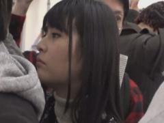 電車で黒髪清楚系の女子大生をレイプ痴漢動画