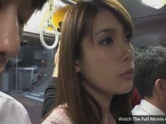 ミニスカート姿の女子大生をバスでレイプ痴漢動画
