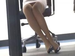 痴女 スーツパンスト美人OLの脚にしがみつきお股嗅ぎながらしゃぶったら…...