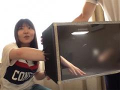 街行く女子大生に 箱の中身はなんだろな ゲームに挑戦してもらう!