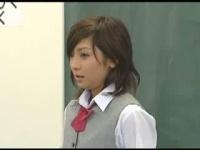 学校で女子校生に対して行われるザーメンぶっかけ大会