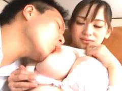 このことはお父さんにはナイショよ! 授乳プレイでイカセまくる美人母!