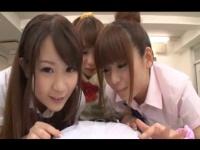 フェラ ティムポに興味津々な痴女JK3人組がハーレムフェラ抜き連続射精!!