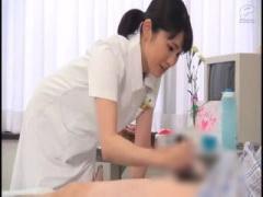 美人看護婦さんは患者のチンポを手コキして早漏にびっくり! !