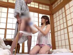 CFNM こ。。こうですか? 義父の排泄介助をする美人嫁の手際が悪くおちんち...
