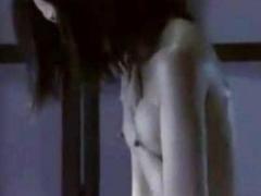 濡れ場 乳首ピンコ立ちで美乳を揉みしだきながら全裸オナニー