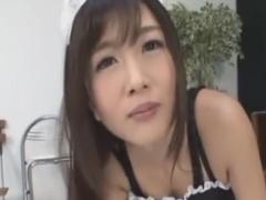 痴女メイドの亀頭責め手コキに男の潮吹きをさせられるM男動画