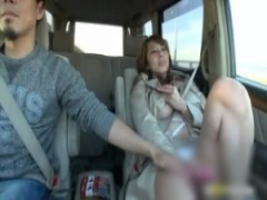 爆乳熟女とドライブデート! ローターを渡したら脚を開いてオナニー始めち...