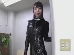 ラバースーツ痴女に目隠し乳首責め手コキ抜きされるM男動画