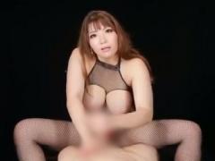 淫語手コキ 爆乳むっちり美女の射精後手コキで潮吹き射精!