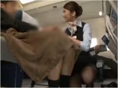 美人CAの懇親的な御もてなし フライト中にマッサージしながら男性客を手コ...