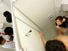 学校のトイレで教育実習生に来てた彼女のお姉さんに手コキフェラで射精さ...