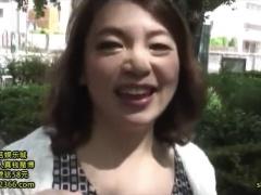 熟女ナンパ 気持ちいぃ〜 ブヨブヨだけど巨乳で色白の上品なおばさまがホ...