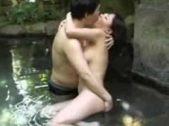 露天風呂にこんな美女巨乳いたらそりゃヤるしかないでしょ。浜崎真緒