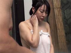 混浴温泉でご近所の美巨乳熟女妻と二人きりになると…