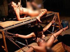 閲覧注意 激ヤバ映像! 美少女たちを拘束して男たちの狂った欲望を全てぶつ...