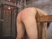 拘束鞭打ち 拷問器具に拘束した牝奴隷に容赦ない鞭打ち調教!