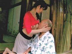 近親相姦 ッ人妻 禁断介護 義父に乳房を吸わせる美人妻