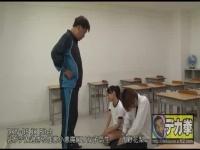 爆乳のビッチ学生が教室でセックスしまくるハレンチな学校