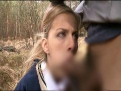 金髪女子校生の後をつけて帰り道のひとけのない路上で強制フェラをさせる!