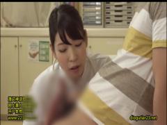 美人看護師浜崎まおと香山美桜が患者さんの肉棒を手コキ、フェラ、お口で...