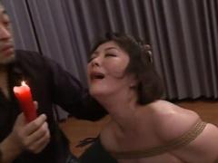 50歳には見えない超美熟女に全裸緊縛で赤蝋燭責めと鞭打ちSM! 許してくだ...