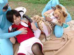 パコりパークでケダモノたちに襲われてしまうコスプレイヤーの美少女たち...